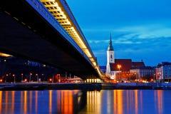 Сцена ночи собора ` s St Martin, Братиславы Стоковые Изображения RF