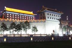 Сцена ночи стены древнего города в Xian Стоковые Изображения RF