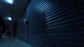 Сцена ночи тротуара стоковое изображение