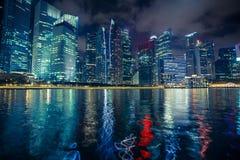 Сцена ночи финансового залива Марины района в Сингапуре зодчество Стоковые Фотографии RF