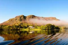 Сцена показывая красоту озера Ullswater, Англии Стоковые Фотографии RF