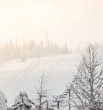 Сцена подъема лыжи над горой Стоковая Фотография