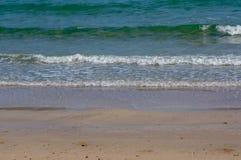 Сцена природы голубых волны и пляжа Стоковое Изображение RF