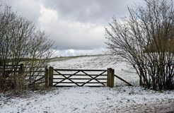 Сцена снега зимы в сельской местности Кента стоковое фото rf