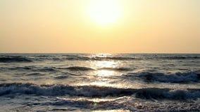 Сцена с заходом солнца на море акции видеоматериалы
