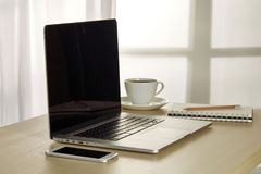 Сцена таблицы офиса с настроением восхода солнца Стоковое Фото