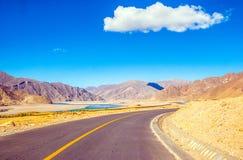 Сцена тибетского плато стоковое фото rf