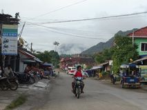 Сцена улицы в Van Vieng, Лаосе Стоковое Изображение