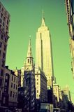 Сцена улицы Манхэттена, Нью-Йорка, здания смотрит настолько славной стоковая фотография rf
