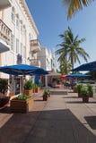 Сцена улицы на приводе океана в Miami Beach, Флориде стоковое изображение