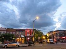 Сцена улицы на сумраке в держателе приятном стоковое изображение