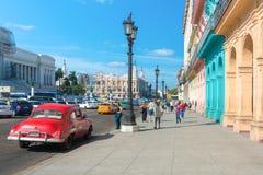 Сцена улицы на красивый день в старой Гаване Стоковые Фотографии RF
