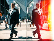Сцена улицы отражений Манхаттана Стоковые Фото