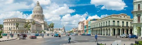 Сцена улицы рядом с капитолием в старой Гаване Стоковая Фотография RF