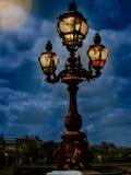 Сцена фантазии уличного фонаря стоя int ноча Стоковое фото RF