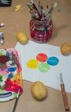 Сцена художественного произведения печатания картошки стоковые фотографии rf