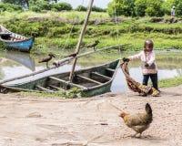 Сцена, water's окаймляется, рыбацкий поселок, Lake Victoria, Кения стоковые изображения rf