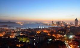 Сцены ночи в Qingdao Китая стоковые фотографии rf