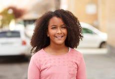 Счастливая Афро-американская девушка с афро волосами Стоковая Фотография RF