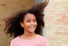 Счастливая Афро-американская девушка с афро волосами Стоковое фото RF