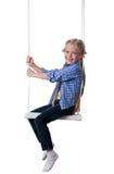 Счастливая белокурая девушка сидя на качании Стоковое Фото