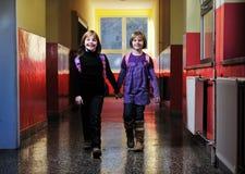 Счастливая группа детей в школе Стоковые Изображения RF
