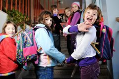 Счастливая группа детей в школе Стоковые Фото