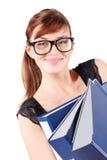 Счастливая девушка в больших стеклах держит скоросшиватели Стоковые Фото