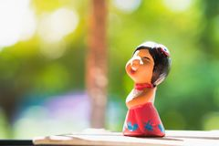 Счастливая девушка, испеченная кукла глины Стоковые Фотографии RF