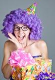 Счастливая девушка с настоящими моментами стоковое изображение