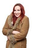 Счастливая женщина в большом пальто зимы стоковая фотография rf