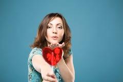 счастливая женщина помадки сердца Стоковое Изображение