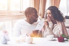 Счастливая женщина смотря ее человека стоковое фото rf