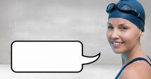 Счастливая женщина с пузырем речи против серой предпосылки Стоковое Фото