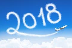Счастливая концепция 2018 Нового Года Рисовать конденсационным следом пара самолета в небе Стоковое фото RF