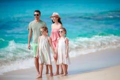 Счастливая красивая семья на пляже Стоковое Изображение
