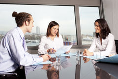 Счастливая латинская женщина на деловой встрече Стоковая Фотография RF