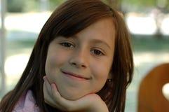 Счастливая маленькая девочка outdoors Стоковое Фото