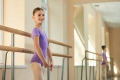 Счастливая молодая балерина на классе Стоковая Фотография RF