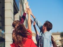 Счастливая молодая сыгранность друзей Стоковые Фотографии RF