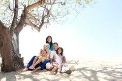Счастливая мусульманская семья Стоковые Изображения RF