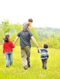 Счастливая семья в природе стоковое фото rf