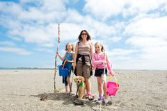 Счастливая семья на пляже Стоковое фото RF