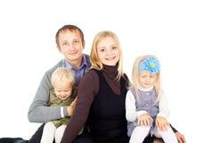 Счастливая семья с малыми дет стоковое изображение rf