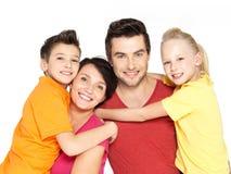 Счастливая семья с 2 дет на белизне Стоковое фото RF