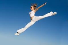 счастливая скача женщина Стоковое Изображение RF