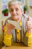 Счастливая старая gray-haired женщина стоковое фото rf