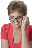 Счастливая старшая женщина с стеклами стоковое фото rf