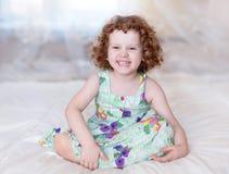 Счастливая ся маленькая девочка. стоковое фото rf