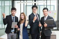 Счастливая успешная азиатская команда дела Стоковое Фото